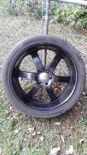 24' inch 6 lugs pattern came off a 96 Gmc Yukon/Tahoe for Sale in Grandview, MO