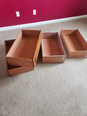 Free used dresser for Sale in Tulare, CA