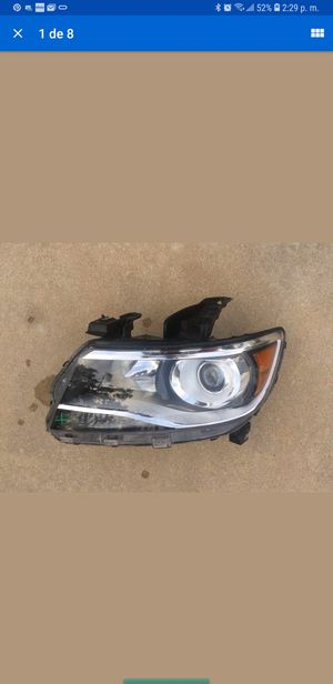 Chevy Colorado Z71 left headlight dryer side for Sale in Las Vegas, NV