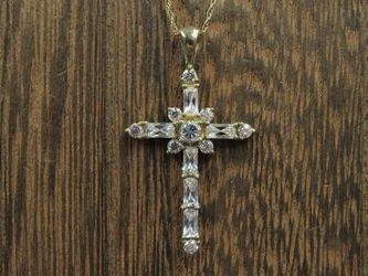 "18"" 10K Gold Cubic Zirconia Gem Cross Necklace Vintage Estate Wedding Engagement Anniversary Gift Idea Beautiful Elegant Unique for Sale in Everett,  WA"
