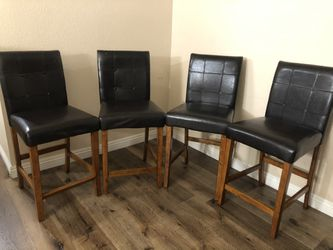 Dining Room Table And Chairs for Sale in Gardena,  CA