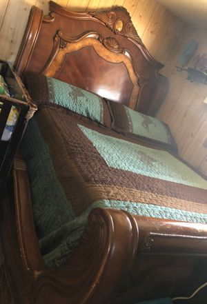 Bed frame and dresser (no mattress) for Sale in Midland, TX