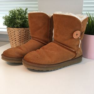 UGG BAILEY BUTTON BOOT Women Snow Boots for Sale in Falls Church, VA