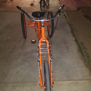 Bike para adultos buenas con disiones. for Sale in Riverside, CA