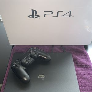NEARLY BRAND NEW PS4. 2 CONTROLLERS. AND HEADSET for Sale in North Ridgeville, OH