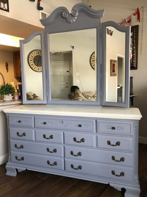 Dresser with Vanity Mirror for Sale in Las Vegas, NV