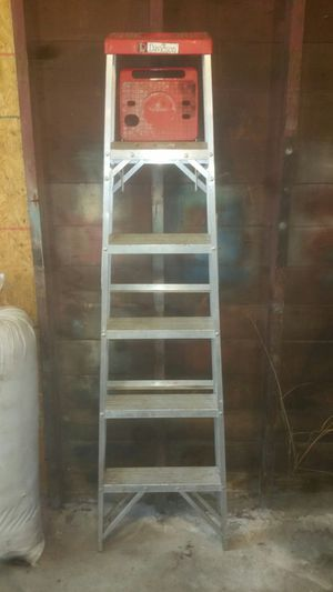LIKE NEW!! 6FT ALUMINUM DAVIDSON LADDER/ MODEL# 527-06 for Sale in North Olmsted, OH