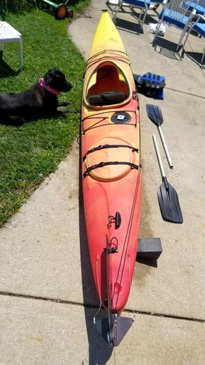 Kayak w/paddle and life jacket for Sale in Elmhurst, IL
