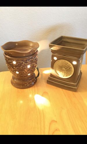 2 scentsy warmers for Sale in Highland, CA