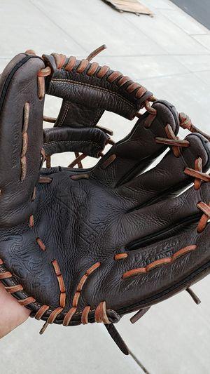Baseball glove for Sale in Manteca, CA