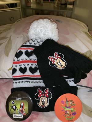 Brand new children's Minnie beanie, matching gloves & 2 Collectible Disney buttons for Sale in Cypress, CA