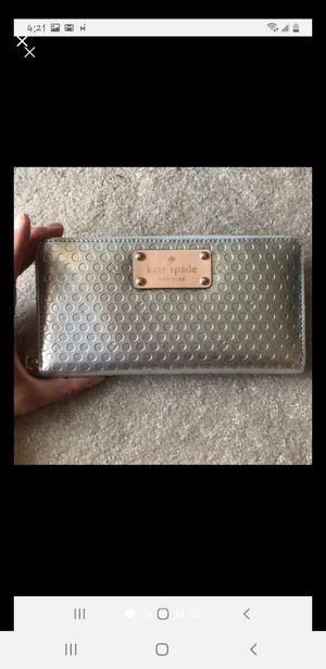 Kate Spade Metallic Silver Wallet for Sale in Clearwater, FL