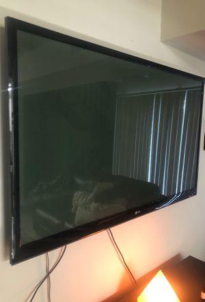 60 inch tv LG (no stand) w remote for Sale in Richmond, VA