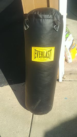Everlast heavy bag 70lbs for Sale in Orland Park, IL
