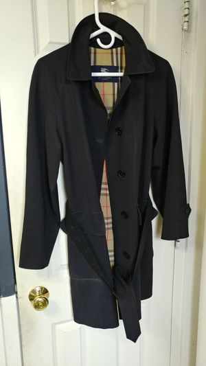 Women's black Burberry trench coat water repellent for Sale in Boston, MA