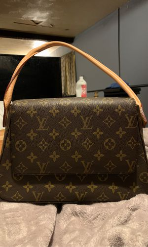 Louis Vuitton Hand Bag for Sale in Brook Park, OH