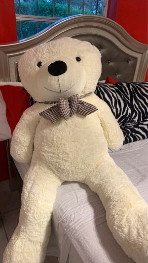 Large teddy bear for Sale in Hialeah, FL