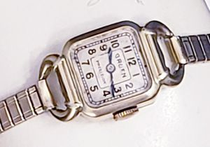 1938 GRUEN GOLD LADIES WATCH WITH FANCY LUGS for Sale in New York, NY