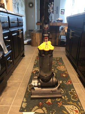 Dyson DC33 - Upright Bagless Vacuum for Sale in Austin, TX