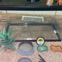 Lizard Tank for Sale in St. Peters,  MO