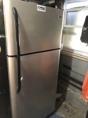"""30"""" Frigidaire Refrigerator Freezer great for mancave garage apartment for Sale in Freeport, NY"""