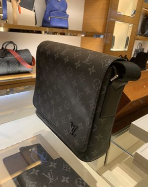 LOUIS VUITTON MESSENGER BAG FOR SALE... authentic, with receipt ! for Sale in Virginia Beach, VA