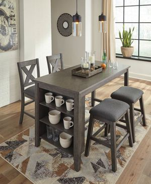 5pc wooden dining room set for Sale in Los Angeles, CA
