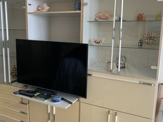 FREE Entertainment Center 3 Pieces for Sale in Miami,  FL