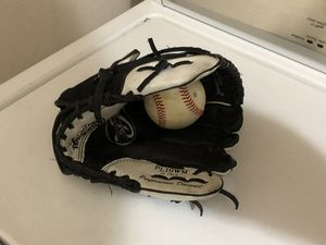 """Youth 10"""" baseball glove for Sale in Albuquerque, NM"""