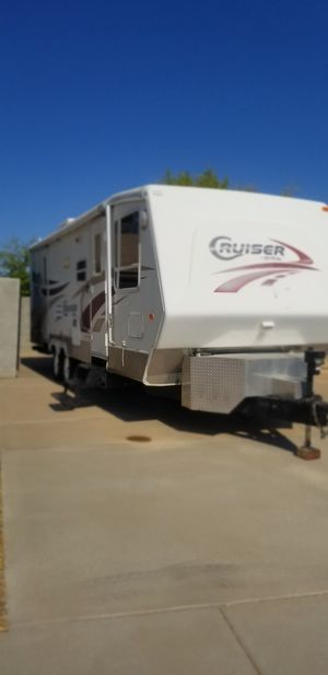 Travel tráiler slide out, 27 feet, 5500 generator, sleep 6 clean title, located in chandler for Sale in AZ, US