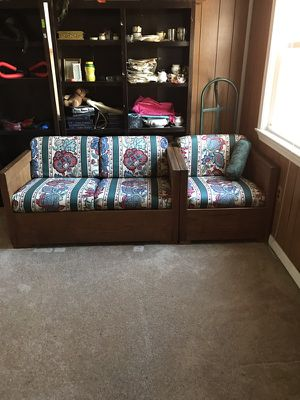 Vintage couch for Sale in Chillum, MD