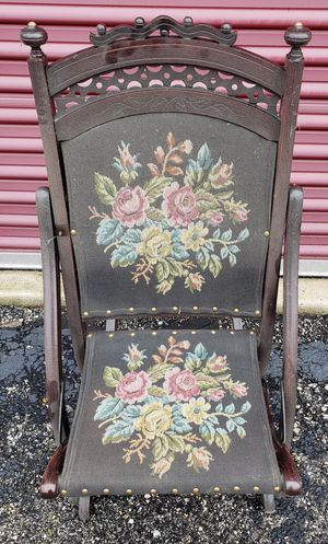 Antique Embroidered Folding Rocking Chair Great Condition for Sale in Joliet, IL