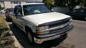 Clean title 01 Chevy Silverado 1500 for Sale in Salt Lake City, UT