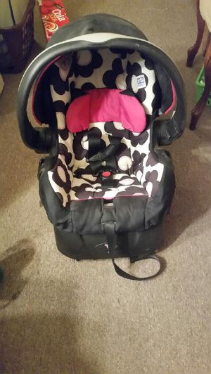 Car seat for baby girl for Sale in Aberdeen, WA