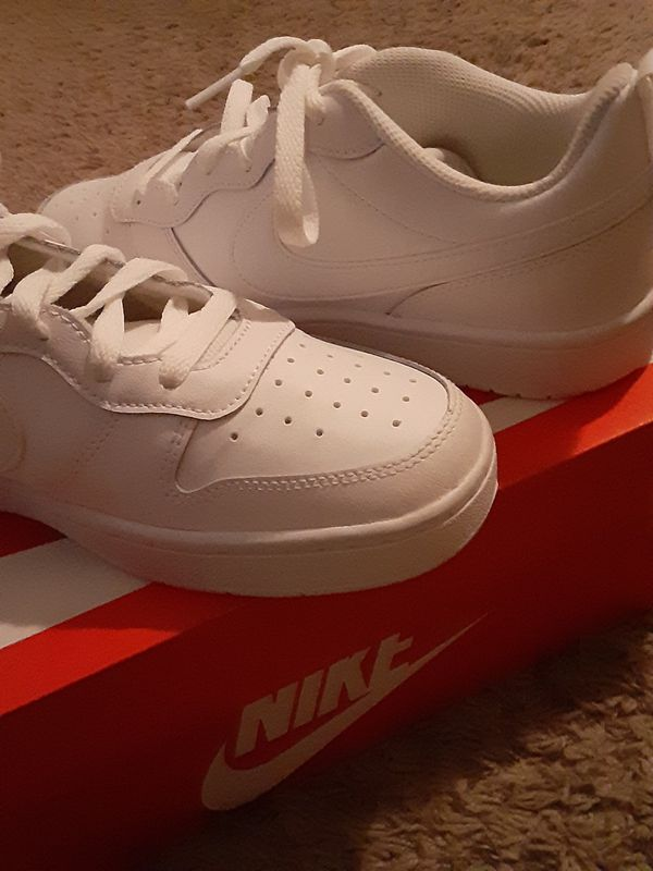 Nike court low 2 size 7