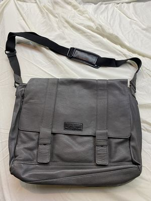 Kenneth Cole Messenger Bag for Sale in Tacoma, WA