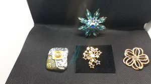 Four different brooches very pretty for Sale in Gleason, TN