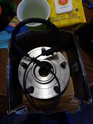 Hub assembly for jeep commander for Sale in Brunswick, OH