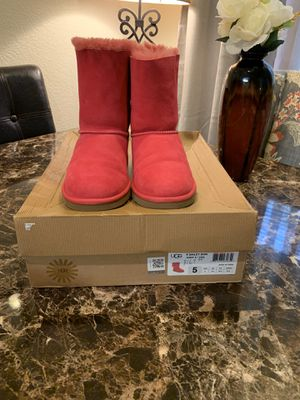 Brand New pink UGG boots with 3 bows on the back size 5 for Sale in Elk Grove, CA