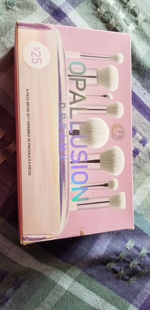 Makeup Brush Set for Sale in Newark, NY