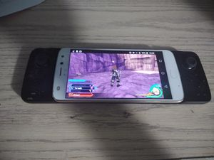 Moto Z2 play with Moto gamepad for Sale in Port St. Lucie, FL