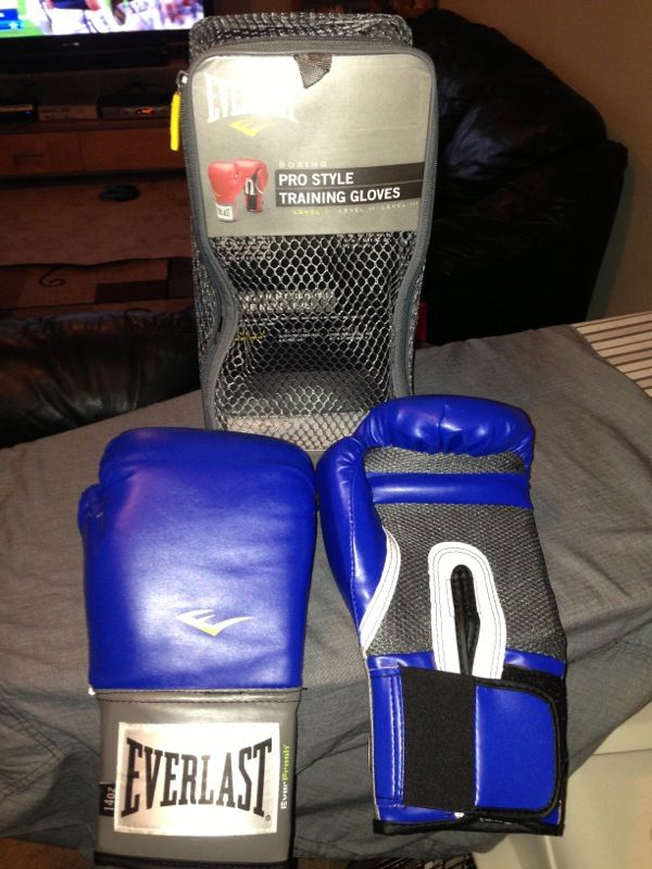 Everlast boxing pro style training gloves for Sale in Tacoma, WA - OfferUp