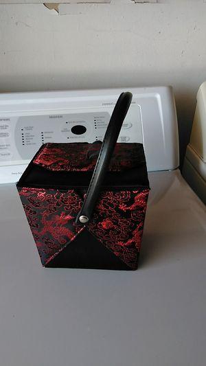 Make up box or purse for Sale in Visalia, CA