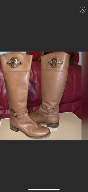 MICHAEL KORS TAN LEATHER BOOTS 7 for Sale in Queens, NY