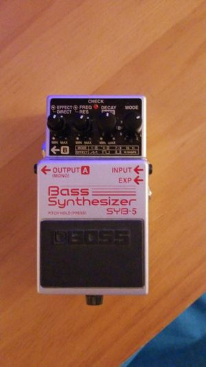 Boss Bass Synthesizer SYB 5 SYB5 Great Condition for Sale in Whittier, CA