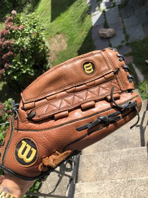 Wilson A700 Softball Glove 14 inch, RH throw-Right Hand-Ecco Leather-Great Shape for Sale in The Bronx, NY