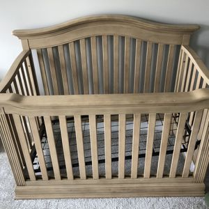 Baby Cache Montana Crib And Mattress for Sale in Cumming, GA