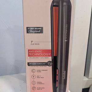Remington hair Straightener for Sale in San Antonio, TX