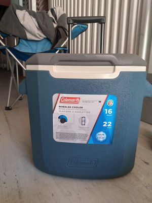 Coleman wheeled cooler 16 quarts for Sale in San Diego, CA