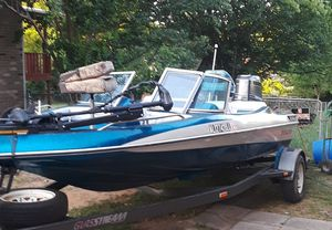 Runs good new trolling motor 2 new batteries 115 mercury. And has a 150 hp to go with it also runs but needs for Sale in Prattville, AL